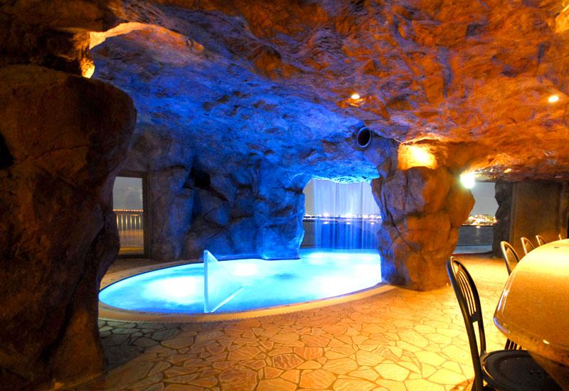 彩色泉 屋内温水プール